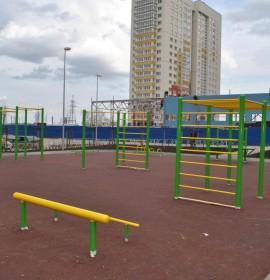 Установлена спортивная площадка в жилом комплексе